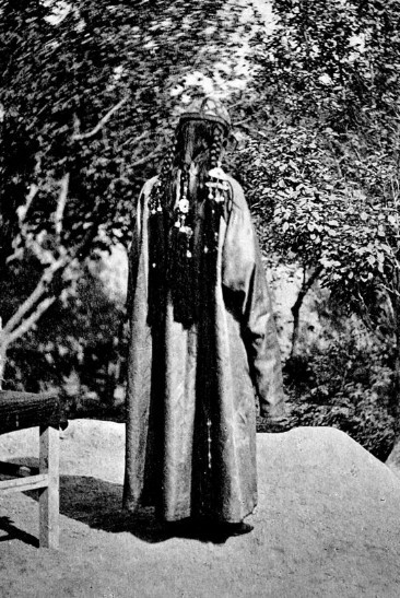 Femme de Khotan vue de dos.