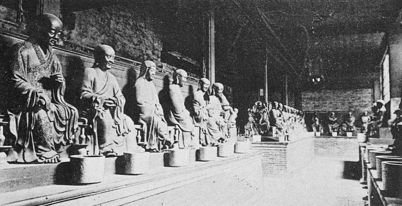 Un temple à Canton. Émile BARD (18xx-) : Les Chinois chez eux. Armand Colin, Paris, 1899.
