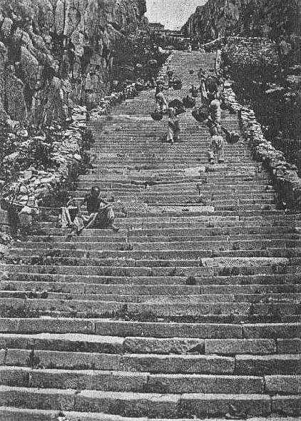 Nan t'ien men. Édouard Chavannes (1865-1918) : Le T'ai Chan. Essai de monographie d'un culte chinois.