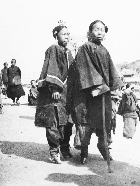 274. — Femmes chinoises aux petits pieds de la province de Cham-si.