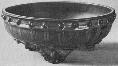 7. Pot à fleurs, émail aubergine. Fabrique de Kiun-yao. Marie-Juliette Ballot. Petite histoire de la porcelaine de Chine.