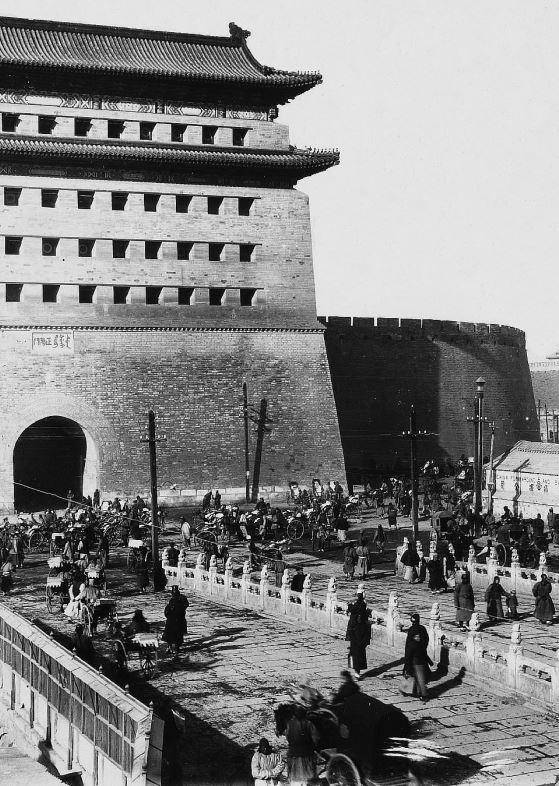 189. — Pékin. Ts'ien men. Porte du Centre, au sud de la ville tartare.