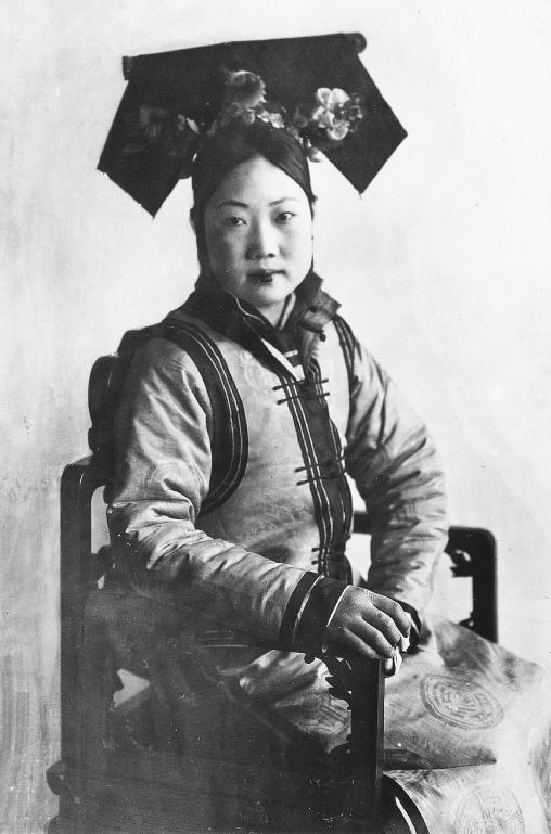 262. — Femme tartare, vêtements et coiffure d'été, costume ordinaire.