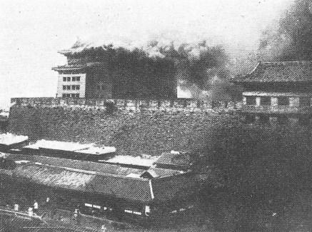 Tsien men, le 16 juin 1900. d'ANTHOUARD (1861-1944) : La Chine contre l'étranger : Les Boxeurs.  Plon, Nourrit et Cie, imprimeurs-éditeurs, Paris, 1902