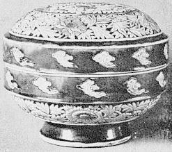 Boîte ajourée. Marie-Juliette Ballot. Petite histoire de la porcelaine de Chine.