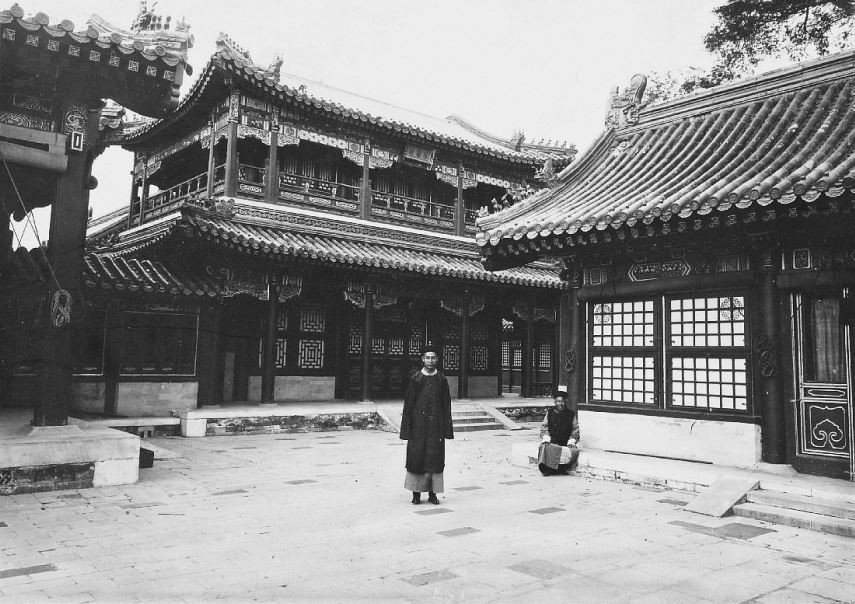 1. — Pékin. Palais impérial. Palais de T'choung-ho-tien et pavillons voisins.
