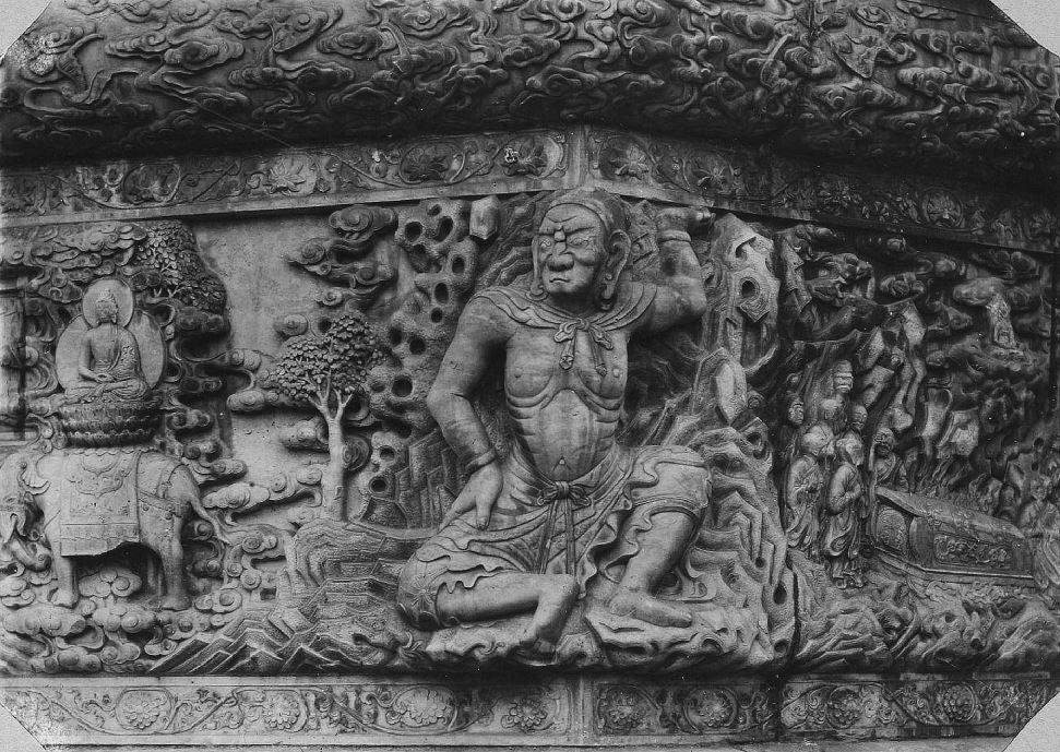 349. — Pékin. Bas-relief en marbre sculpté au temple jaune Hoang-Sen.