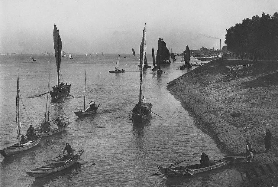 309. — Navigation sur le Yang-tsé-kiang à Ou-t'chang en face de Han-kéou.