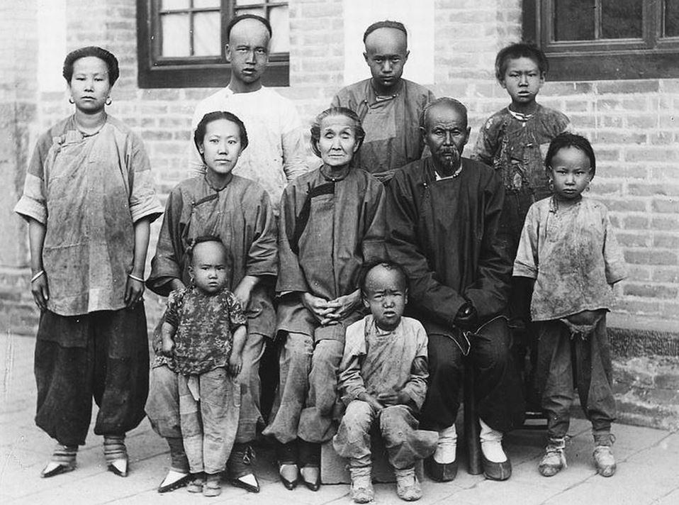 401. — Une famille de montagnards de la région de Yang-k'ia-ping (ouest de Pékin).