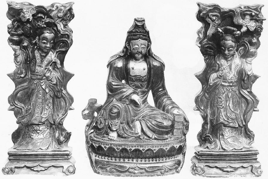348. — Statuettes en porcelaine ancienne, époque des Ming, et Kien-loung. Collection de Mgr Favier, évêque de Pékin.