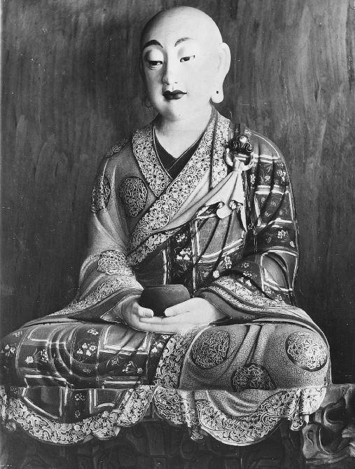 328. — Bouddhas en bois peint au temple de Tien-Ming-Tsen, environs de Pékin.