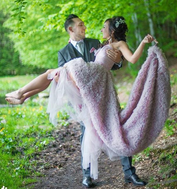 robe de mariée sur mesure en  tulle  rose  poudré par Sylvie Berry créations