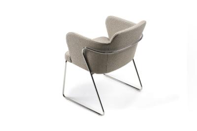 Evia PZ sillón moderno tapizado base de patín Doos