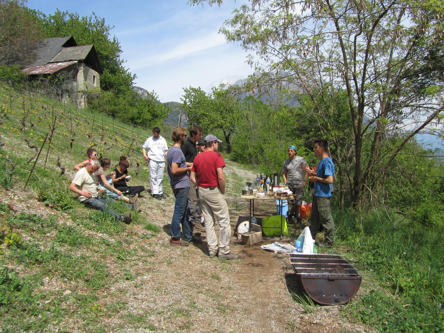 Travail et convivialité au Sarto (cellier) de la Bourra