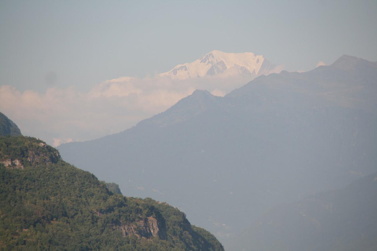 Le lieu de travail: Le Mont-Blanc en fond nous surveille!