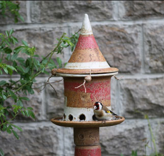 Vogelfutterhausstele Dekor Grantapfel rot, Keramikteile ø ca. 8 cm