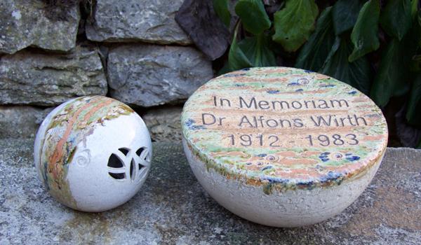 Keramik handgemacht, Grablicht und Gedenkstein ø ca. 35 cm, personalisiert