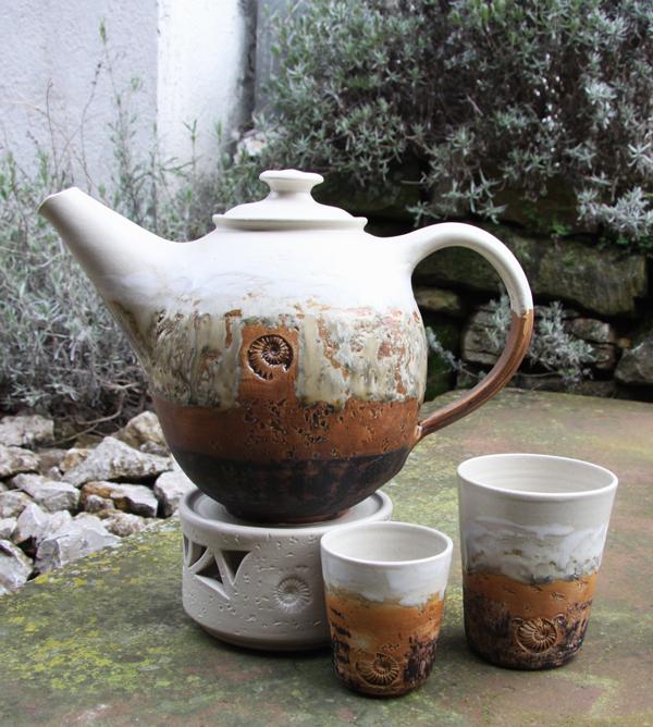 Keramik, Teekanne mit Stövchen Dekor Basalt