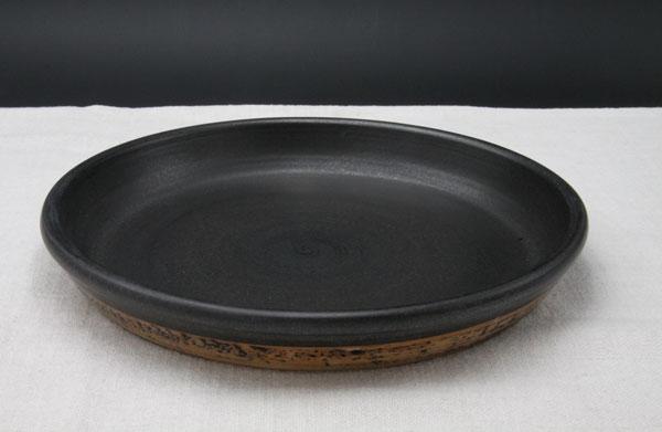 Tarte innen schwarz glasiert mit Dekor Schiefer