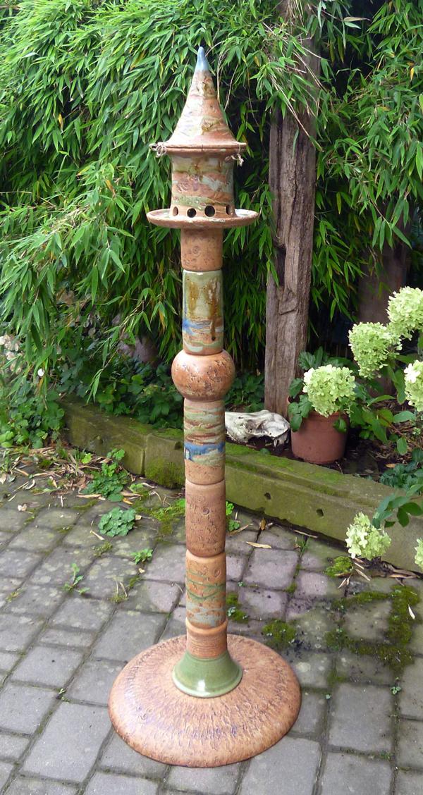 Keramik frostfest, Futterhausstele mit Keramikplatte als Standfuß, ca. 145 cm hoch,  Dekor Neuseeland, Preis auf Anfrage