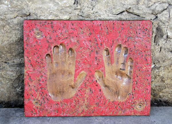 Keramikplatte mit Handabdruck