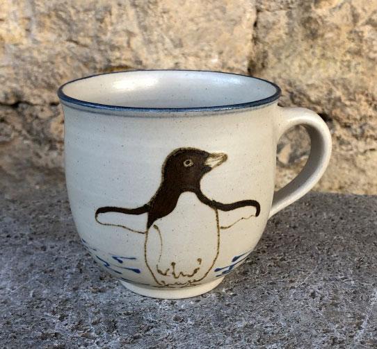 Keramik Kindertasse, ca. 9cm x 9 cm,  mit Pinguin handgemalt
