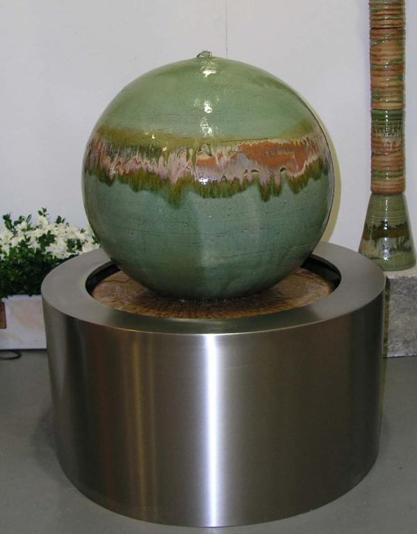 Kugel ø ca. 50 cm Neuseelanddekor mit GFK Becken ø 65 cm, h. 35 cm, Edelstahlmantel