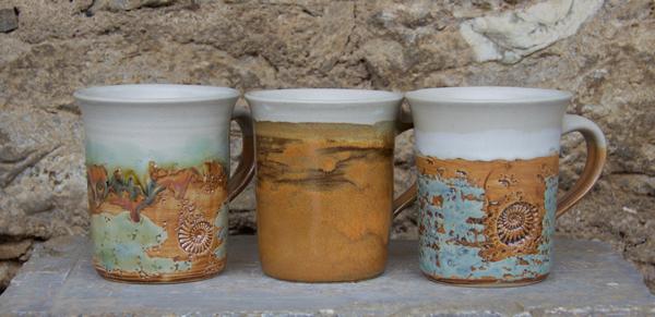 Keramik Tasse zylindrisch Neuseeland, Herbstwald, Camargue, H ca. 10 cm ø oben ca. 9 cm