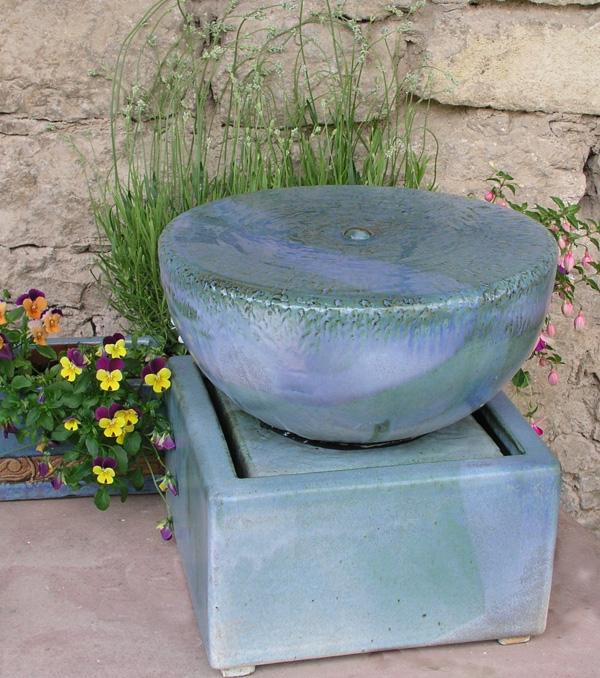 Keramik Brunnen Quellstein ø ca. 30 cm mit Becken, perlmutt blau glasiert