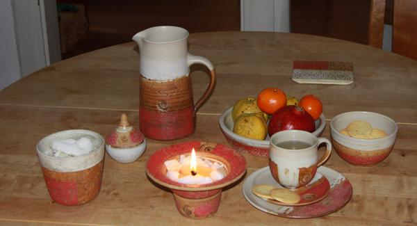 Keramik, Wachsfresser Dekor Granatapfel, kleiner Übertopf für Kerzenwachsreste, Dose für Streichhölzer