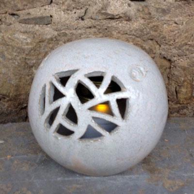 Keramik Kugel als Grablicht handgemacht, Dekor perlmutt
