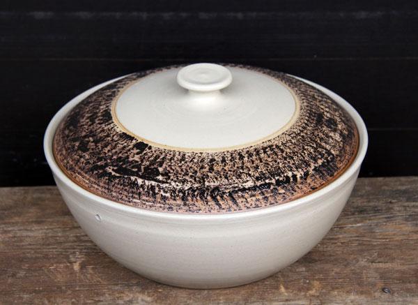 Keramik, Brottopf Dekor beige schwarz bemalt ø ca 29 cm h ca. 10,5 cm