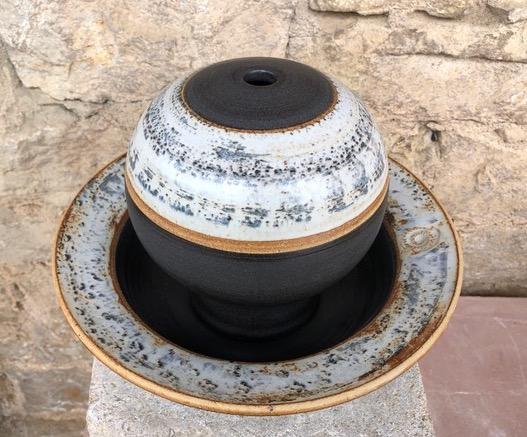 Keramik Zimmerbrunnen, Tischbrunnen Kugel ø ca. 18 cm, Schale ca. 30 cm, Dekor Schiefer