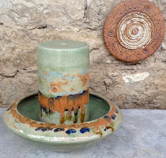 Keramik Brunnenschale mit Säule, Schale ø ca. 30 cm,  h ca. 26 cm, Säule ø ca. 12 cm, Dekor Neuseeland