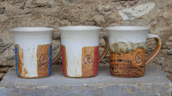 Keramik Tassen ca. h 9 cm ø 9 cm, Dekor Herbstwald