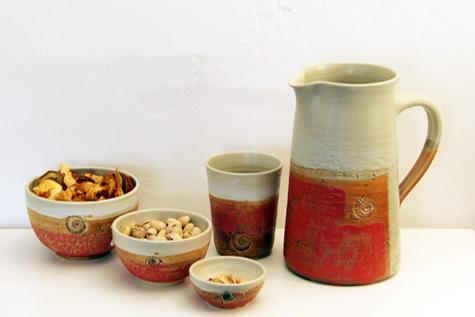 Keramik, Krug Becher und Schalen Granatapfel