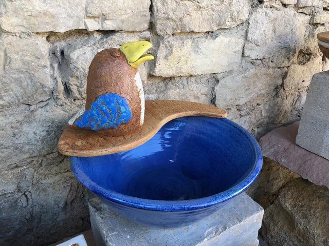 Keramik Schale mit Wasserspeier Vogel in Dekor Santorin, Auflageplatte Natur