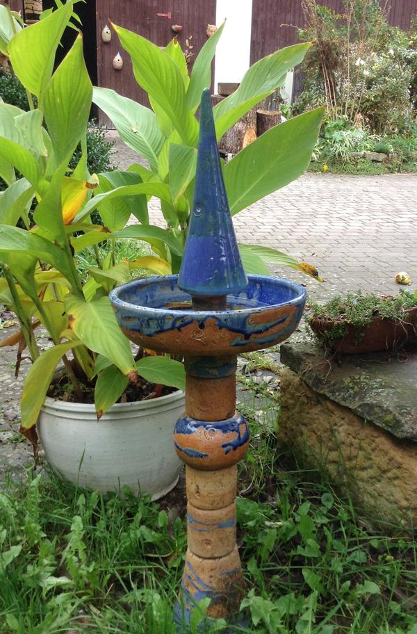 Keramik frostfest, Stele als Vogeltränke ca. 80 cm hoch blau natur glasiert
