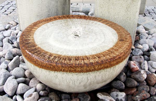 Keramik Brunnen, Halbkugel Quellstein ø ca. 50 cm grau natur glasiert