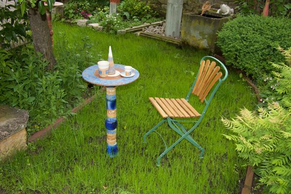 Keramik, Proseccotisch, Platte blau bemalt Santorin, mit blauen Keramikteilen kombiniert. Frostfest 245€
