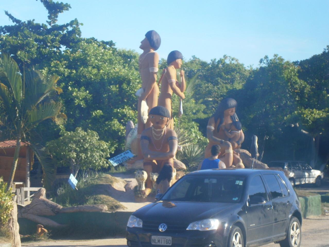 """Monument zur Ehre des Indios, denen Brasilien eigentlich """"gehört"""""""