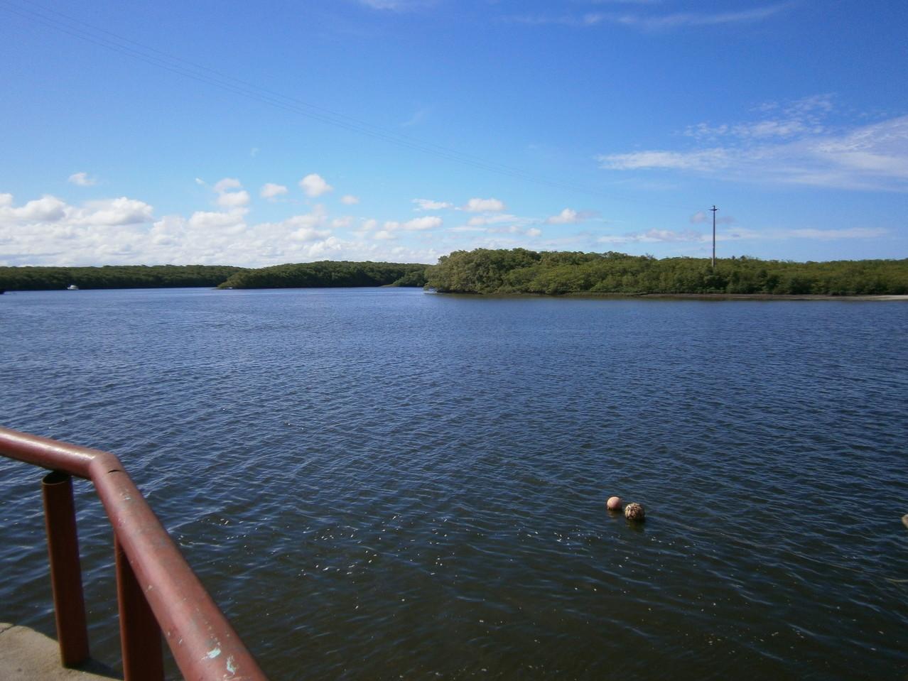 Tiba Fluss. Auf der anderen Seite liegt Santo André