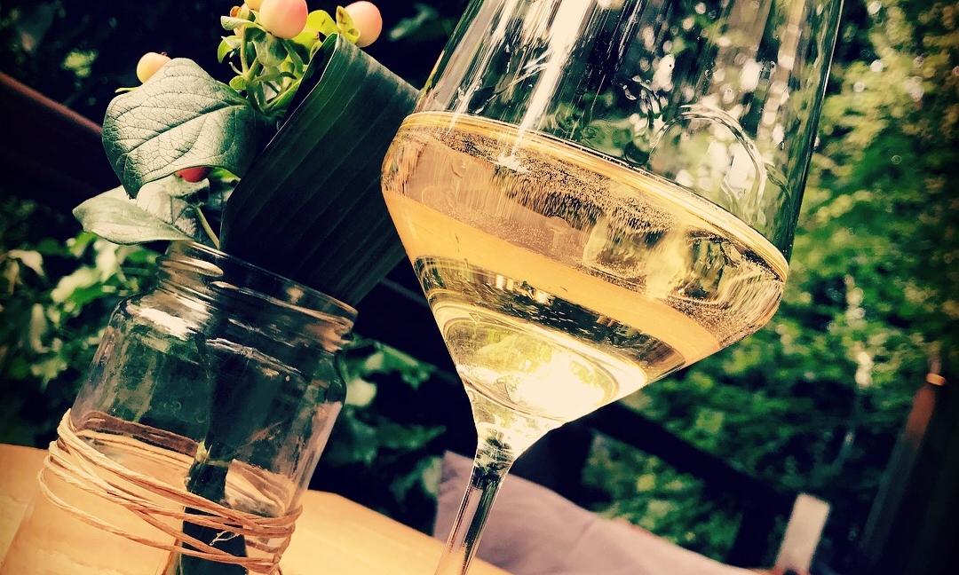 Zum Essen unseres Restaurant bieten wir auch eine Auswahl erlesener Weine.