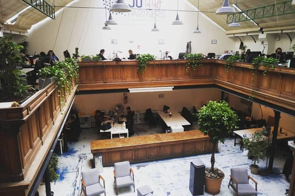 Paysagiste d'intérieur: Végétalisation de cet ancienne usine reconvertie en incubateur de startup parisien