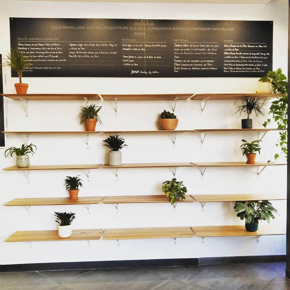 Paysagiste d'intérieur: Entretien de plantes vertes en entreprise (Ici un restaurant à Paris Opéra)