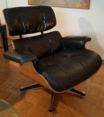 Fauteuil Eames Lounge cuir noir