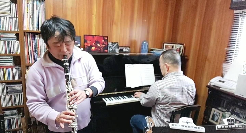 軽快なジャズピアノが聞こえてくると思ったら・・・