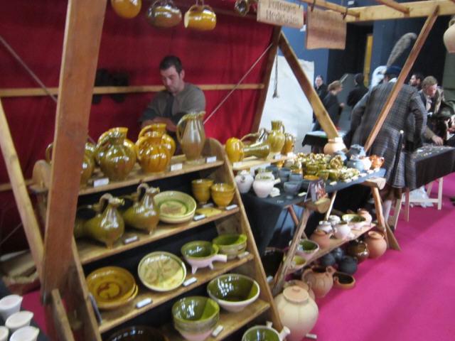 Reconstitution de poterie historique salon fous d'histoire Pontoise 2011