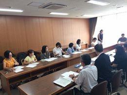 小豆川先生(一番右)も緊急参加!測定の立場から現実的なアドバイスをしていただきました。