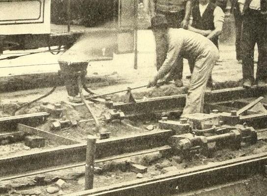 Welding tram tracks at Dresding using alumino-thermics by Dr. Hans Goldschmidt